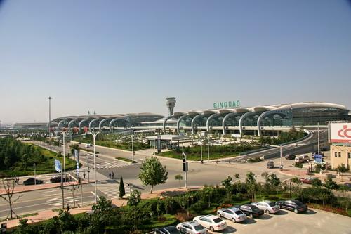 青岛流亭机场,早上七点五十的飞机,从麦岛或者附近坐哪班机场大巴能赶