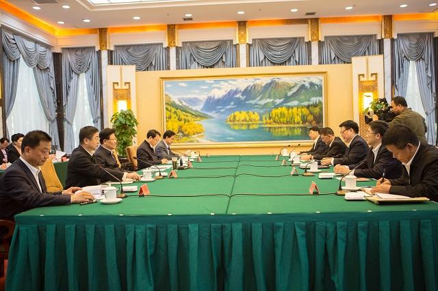 王昌顺、谭万庚拜会新疆维吾尔自治区领导