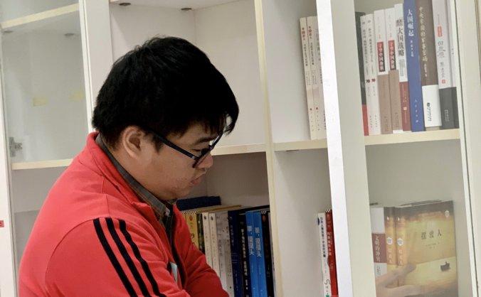 """广西空管分局打造""""书香技保"""" 建立图书角"""